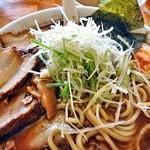 麺屋 陣丸 - 節醤油極め(大盛り)(白髪ネギを加えて)