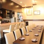 酒・蕎麦 田治 - 団体様は大きなテーブル席で皆さんでお掛け頂けます。