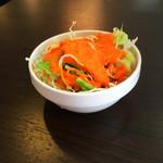 ザ ナンマスター - セットのサラダ。濃厚ドレッシング。