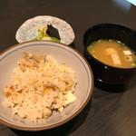 豆腐懐石 くすむら - 蓮根の炊き込みご飯 (お代わり自由) 味噌汁、香の物