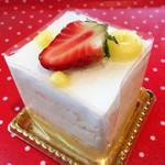 POLKA DOT ~Sweet bar~ - 水玉レアチーズ@なめらかなレアチーズにスポンジに浸されたオレンジソースがいい