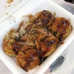 パクパク - 料理写真:たこ焼き(ソース・青のり・かつお)1パック6個100円。