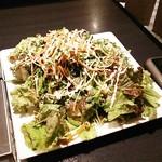 焼肉 近江 - サラダはかなりのボリューム。