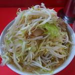 ラーメン二郎 - 野菜マシ分はアブラの上にトッピング