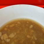 ラーメン二郎 - カラメコールでビシッと締まる豚醤汁