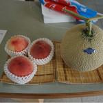 白安 - かき氷に使用している生フルーツ