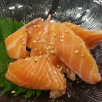 独楽寿司 - ごまサーモン300円