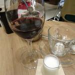 ワイアードカフェ - 赤ワイン(550円)