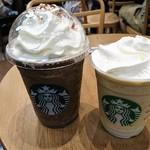 スターバックス・コーヒー - ドリンク写真:キーライム クリーム&ヨーグルト フラペチーノ と ダークモカチップ クリーム フラペチーノ