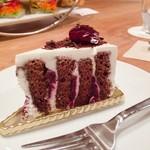 70336449 - フォレノアール                       こちらでとっても人気のケーキだそう。                       すごーく美味しくて人気に納得!