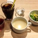 フーズフーズ - スープ・サラダ・ドリンク