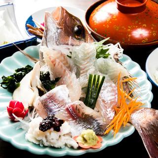 観光客に大人気。新鮮なお昼の定食:¥1000~