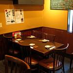 玉椿 - テーブル席