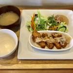 カフェ エストラーダ - 料理写真:豚肉の野菜巻きランチ、930円です。