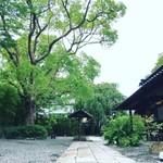 うぶすなの郷 TOMIMOTO - お庭を眺めながら