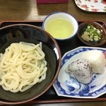 のうさぎ食堂 - 醤油うどん150円 おにぎり100円