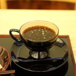70348696 - ホットコーヒー                       金粉が散りばめられています。