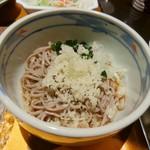 レストラン屋久杉 - 冷やし蕎麦(天かす、ワカメのトッピング)