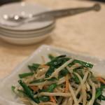 中国美食 唐苑酒楼 - にらともやしの炒め物
