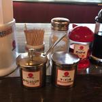 久留米 大砲ラーメン - 紅生姜とニンニクで、味変。