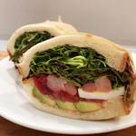 Bon Vivant sandwich - エビとアボカドのサンド。パン自体がもっちりとして噛むほどに美味しい
