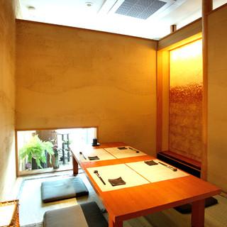 落ち着いた和の個室。ご宴席、接待、会食などあらゆるシーンに。