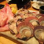 ざうお - きんき、大浅利、檜扇貝(あっぱっぱ)の網焼き 大浅利だけは普通の味でした(笑)