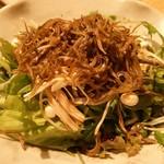70356329 - 有機野菜サラダ小さめサイズ406円(通常サイズは580円)