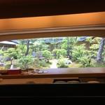 弁慶 - カウンター越しの庭