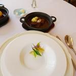 シェムラブルリス - 取り皿(手前)とビーフシチュー(奥)