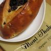 麻布十番モンタボー - 料理写真:大きなレーズンブレッド302円(内税)。
