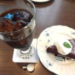 オランダ坂珈琲邸  - 料理写真:炭焼アイス珈琲。随分と背の高いグラスだった。