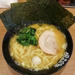 70363788 - ラーメン680円麺硬め。海苔増し100円。