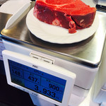 いきなりステーキ - ヒレ肉の重量は だいぶオーバーしたので、端をカットして貰いました。