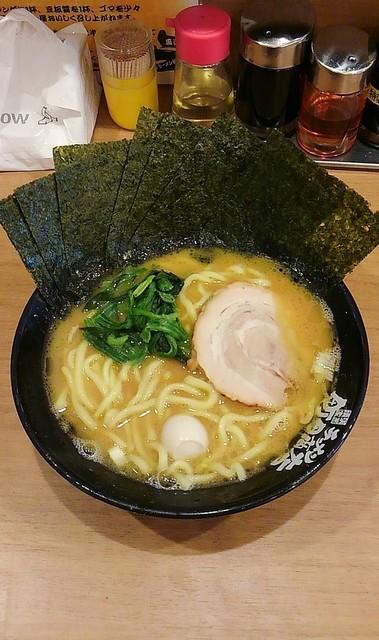 横浜家系ラーメン 町田商店 本店 - ラーメン680円麺硬め。海苔増し100円。