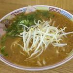 風林 - 料理写真:見た目はオーソドックスな広島ラーメン 650円