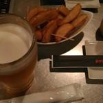 スパイシーフライヤーズ - 生ビールとスパイシーポテト。かなり辛かった