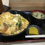 富士 - カツ丼(ご飯半分)味噌汁、漬物付き