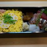 山喜鮨 - 桜(五目鮨と刺身)