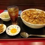 紅宝石 - 肉飯(大)780円