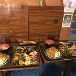 くう食堂 - 料理写真:欲張りプレートはオムライスカレーソース