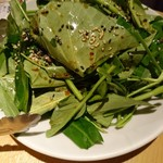 和民 - 空芯菜を味わうサラダ