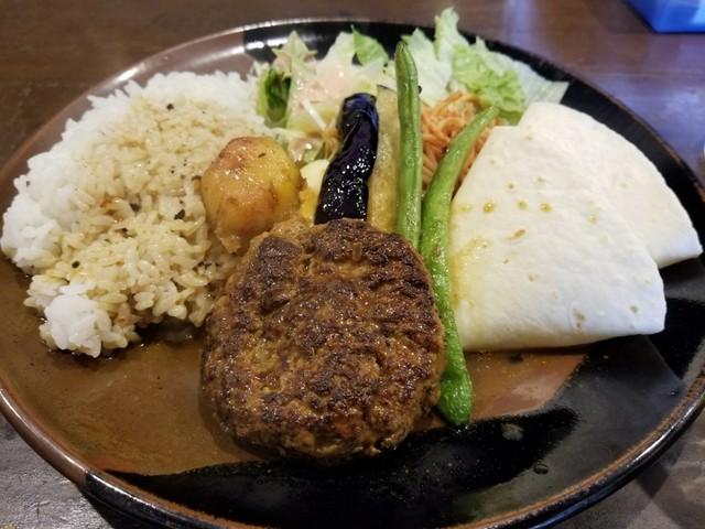 インデアン - 日替わりランチカレー(ハンバーグ&野菜の素揚げ)