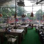 つり堀 武蔵野園 - ちょっとシュールな飲食ゾーン