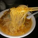 らーめん 太閤 - ニンニクラーメン麺リフトアップ。濃厚。