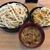 粉家 - 料理写真:豚肉ごま汁うどん 600円 かき揚げ100円