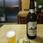 70387286 - 瓶ビール大(550円)とお通し(サービス)