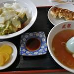 武龍 - Bセット(中華風カツカレー+餃子) 700円