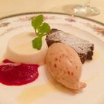 ランコントル - 左からアーモンドブラマンジェ、アーモンドとキャラメルのアイス、ガトーショコラ どれもすごく美味しかったです♡