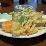 居酒屋 あぐんちゃー - 野菜の天ぷらの盛り合わせ